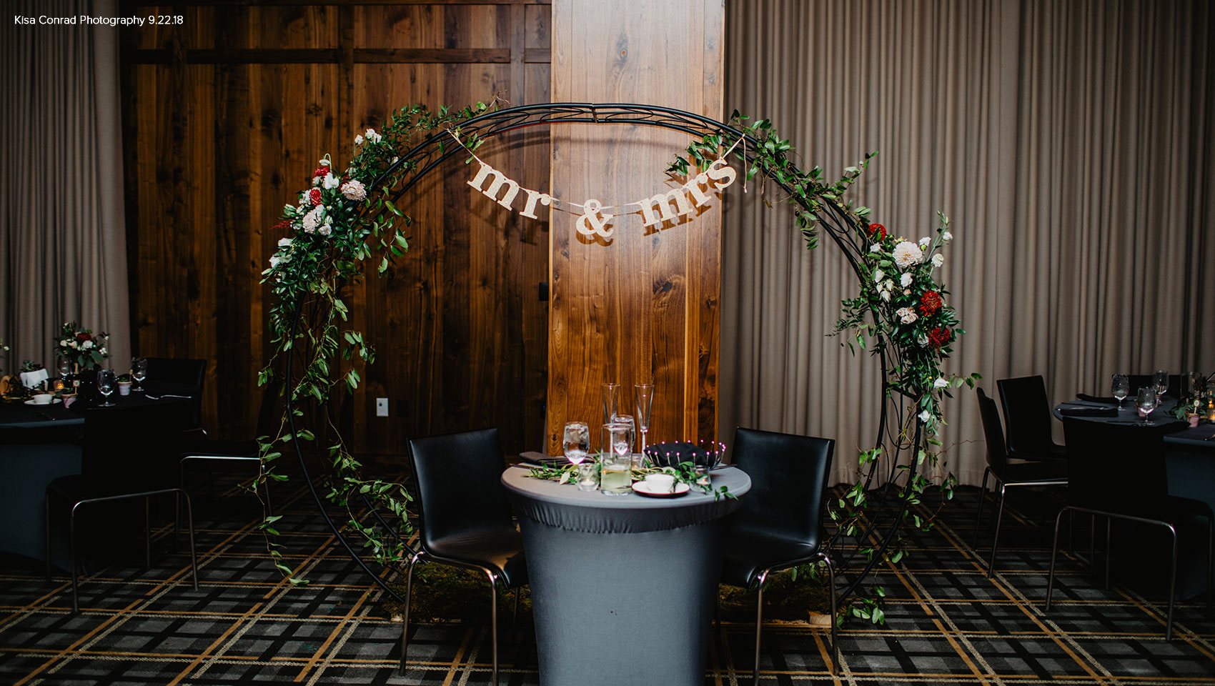 head table for newlyweds