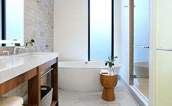alpine-king-spa-bathroom-born-denver